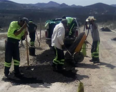 Realiza SOPOT trabajos de bacheo en Zimapán1