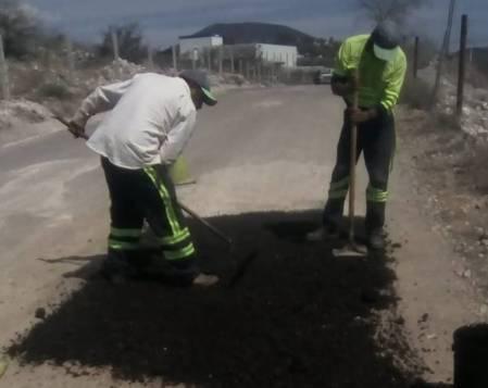 Realiza SOPOT trabajos de bacheo en Zimapán2