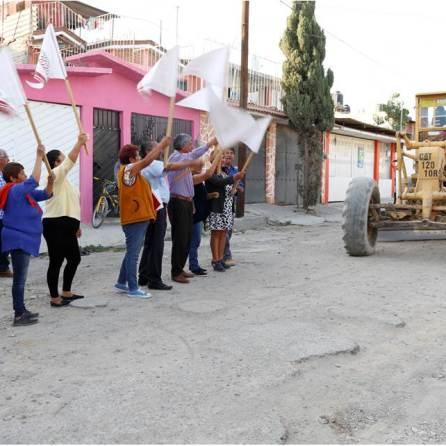 Gabriel García Rojas da banderazo de inicio de la pavimentación asfáltica del Circuito Tizayuca en Las Plazas