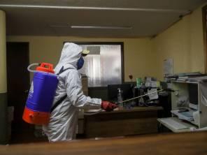 Sanitizan oficinas y espacios públicos en Mineral de la Reforma1