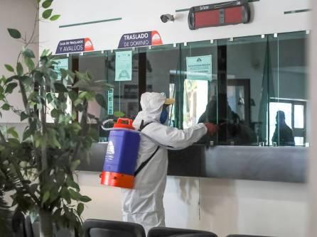 Sanitizan oficinas y espacios públicos en Mineral de la Reforma5