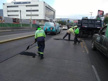 En Pachuca, SOPOT realizó trabajos de bacheo con mezcla asfáltica en caliente sobre el boulevard Felipe Ángeles