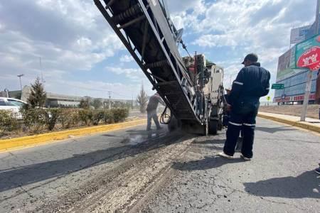 SOPOT continúa con el programa de Conservación de la Red Carretera Estatal, realiza trabajos en la lateral del boulevard Felipe Ángeles