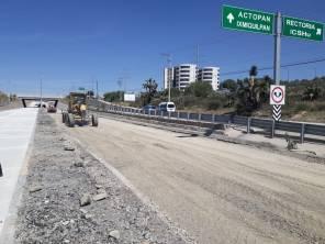 Aviso; se reduce circulación por trabajos en el carril derecho en Bulevar Colosio (frente a torres de rectoría de la UAEH)