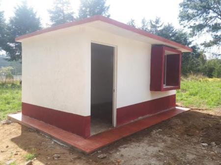 CEVI construyó cuartos dormitorios en Acaxochitlán