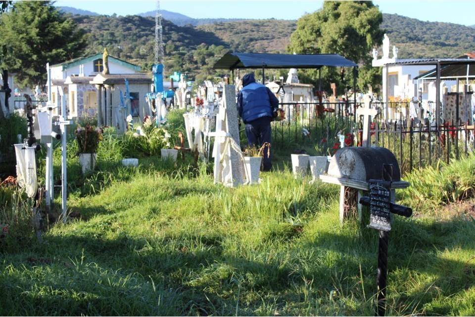Continuarán cerrados panteones de Santiago Tulantepec