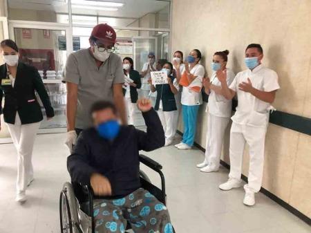 Dan de alta a paciente que superó al Covid-19, luego de estar en Hospital del IMSS, en Tizayuca