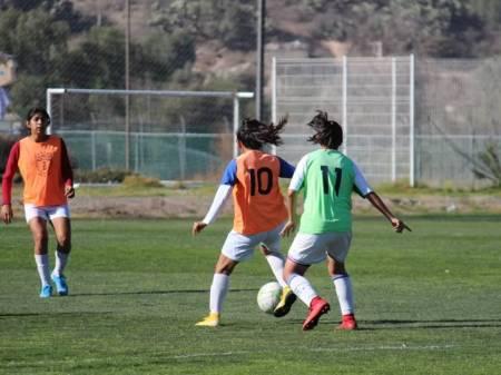 Desde casa la dirección de deporte social del INHIDE continúa con el trabajo de la escuela de futbol del CDRM2