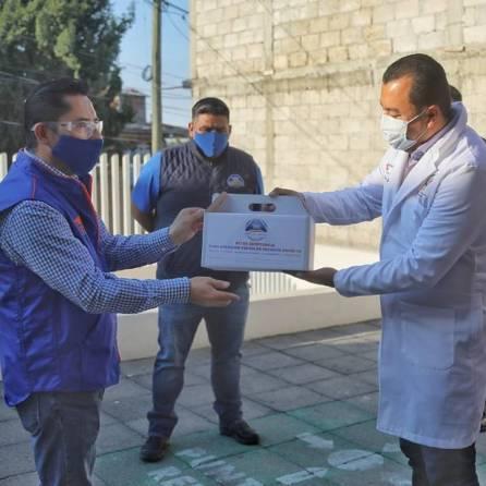 Entrega Raúl Camacho, kit´s de emergencia a Centros de Salud de Mineral de la Reforma2