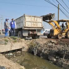 Supervisa alcalde Raúl Camacho limpieza de drenes en Mineral de la Reforma1