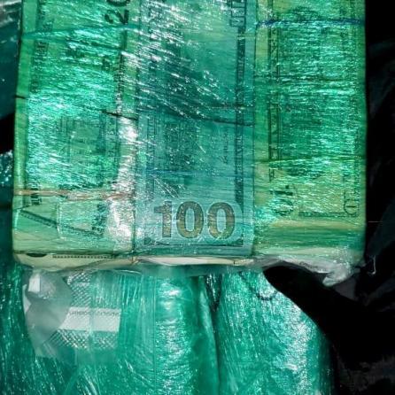 Decomisa Aduanas divisas por más de 2.6 millones de dólares