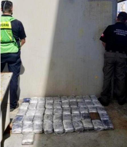 Aduanas decomisa 165 kilogramos de cocaína en la aduana de Lázaro Cárdenas, Michoacán, provenientes de Colombia3