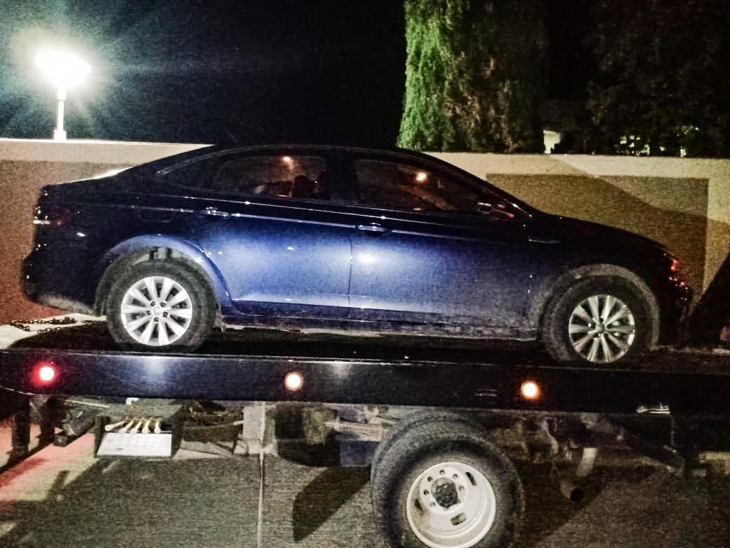 Recuperan auto robado con violencia en Atotonilco de Tula, dos detenidos