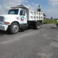 SOPOT realiza trabajos de bacheo sobre la carretera Saucillo-San Sebastián-Tecnochtitlán en Nopala2