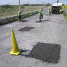 SOPOT realiza trabajos de bacheo sobre la carretera Saucillo-San Sebastián-Tecnochtitlán en Nopala3