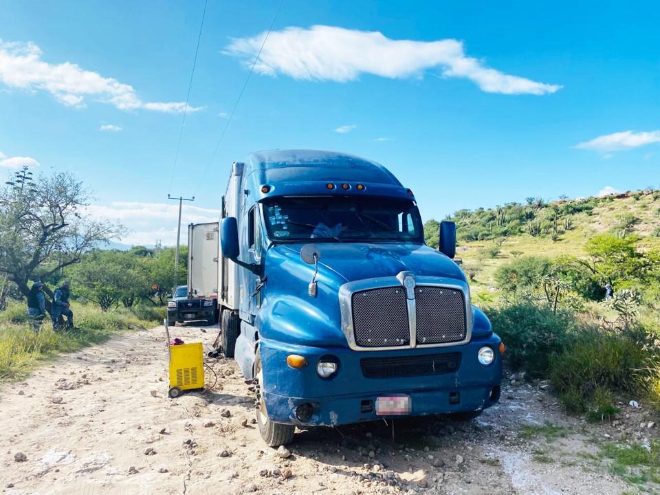 En Tecozautla, recuperan dos camiones con reporte de robo