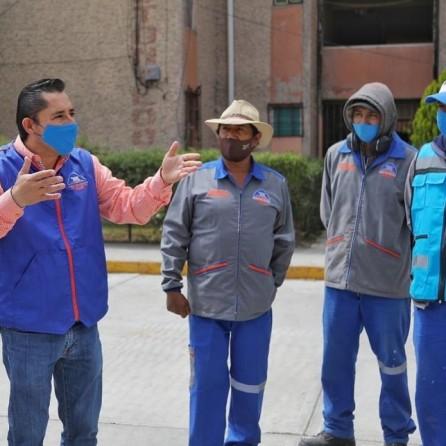 Entrega alcalde Raúl Camacho, uniformes a trabajadores de servicios municipales